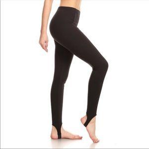 Black stirrup leggings size small